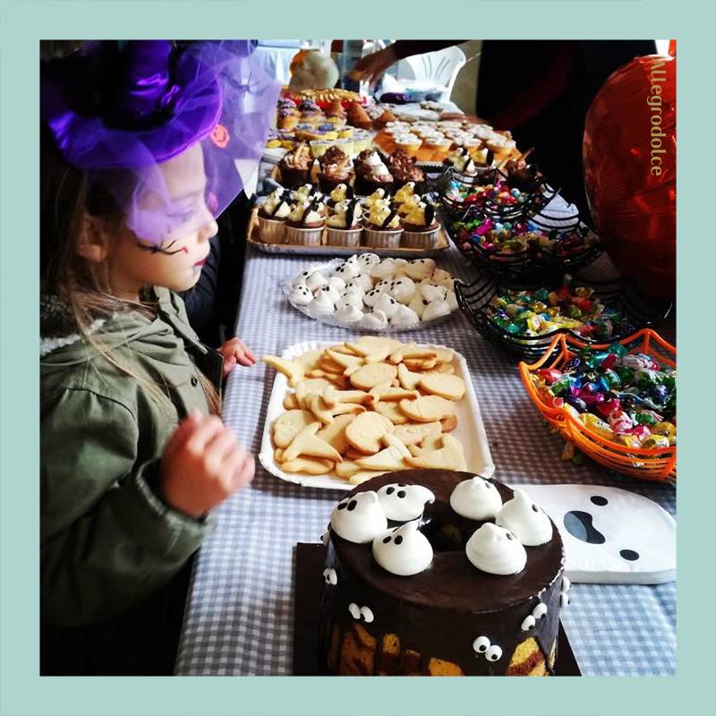 Festa di Halloween con merenda a tema